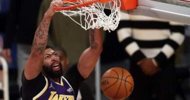 The Los Angeles Lakers recovered from an early 20-point deficit on Friday to beat the Memphis Grizzlies 115-105 and secure their seventh straight win.