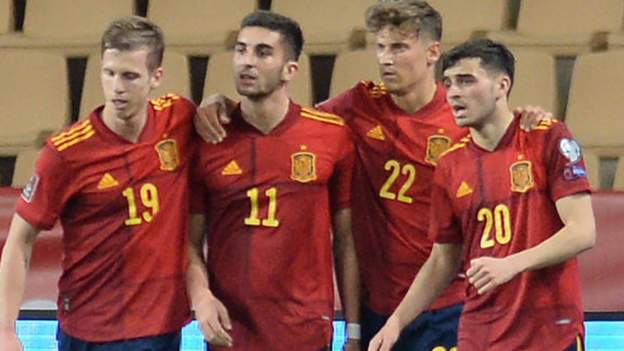 Manchester City forward Ferran Torres scored as Spain continued their unbeaten run in World Cup qualifying with victory against Kosovo.