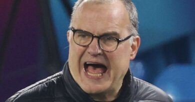 Leeds boss Bielsa apologises for not learning English