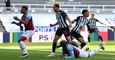Lingard forced off as West Ham suffer top-four blow in five-goal thriller with Newcastle