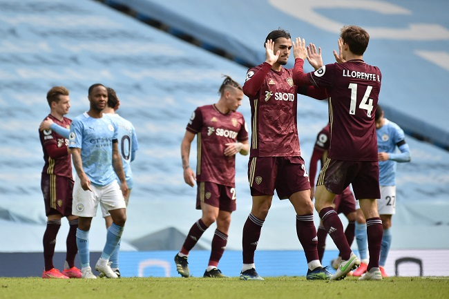 Stuart Dallas scored an injury-time winner as 10-man Leeds United beat runaway leaders Manchester City at Etihad Stadium.