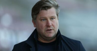 Oxford United: Police called as Karl Robinson claims goalkeeper Jack Stevens headbutted