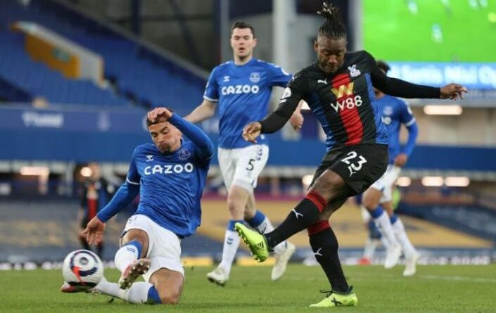 Crystal Palace's Michy Batshuayi scored a late equaliser to dent Everton's Champions League qualification hopes.