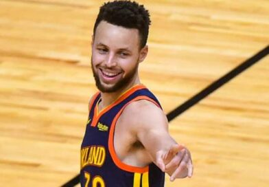 Stephen Curry scored 41 points as the Golden State Warriors beat the Milwaukee Bucks 122-121 to end their three-match losing streak.