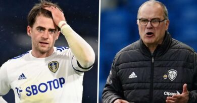 'I saw his glasses fly 10 metres!' - Bamford reveals painful moment for Bielsa at Leeds training