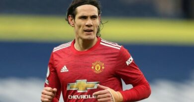 'I hope Man Utd don't keep Cavani' - Keane says Man Utd need a new striker to compete for Premier League title