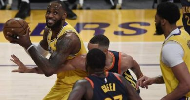 LeBron James guides LA Lakers to play-offs