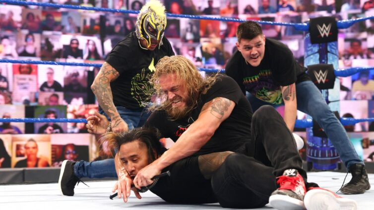 The Ultimate Opportunist soon gained the surprise help of returning SmackDown Tag Team Champions The Mysterios to help him fend off the threat.