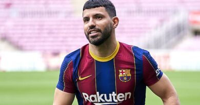 Aguero blow for Barcelona as calf injury rules striker out for 10 weeks
