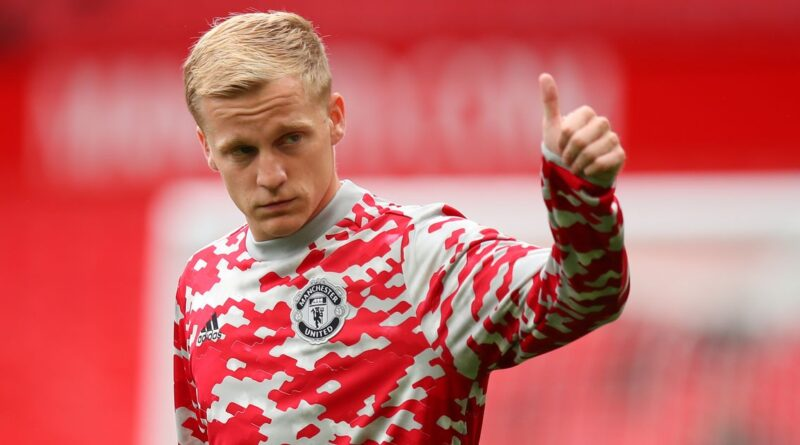 """A former Old Trafford favourite believes the Dutchman is """"running out of time to save"""" his career with the Red Devils"""