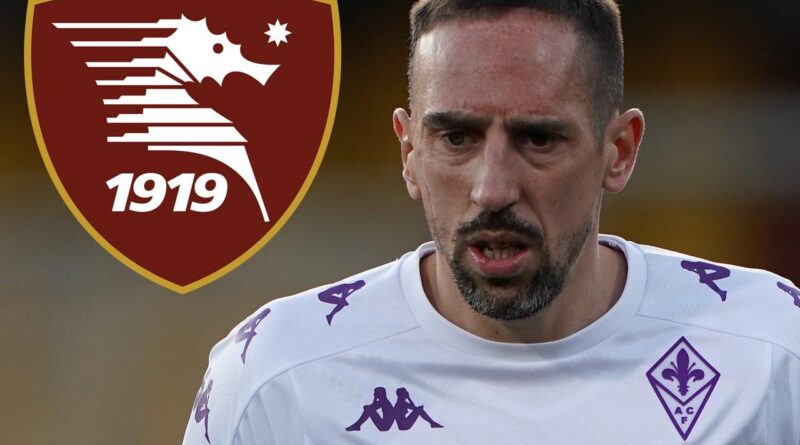 The veteran winger has decided to extend his stay in the Italian top-flight by linking up with the Campania-based club