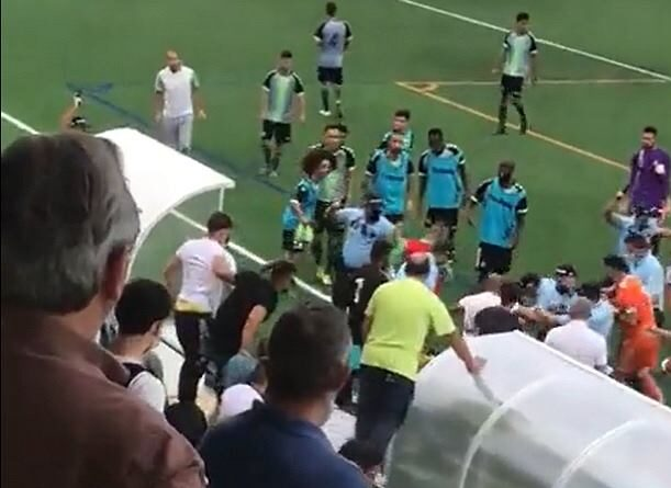 The contest between Olimpico do Montijo and Vitoria Setubal B descended into chaos as supporters, footballers and coaches clashed